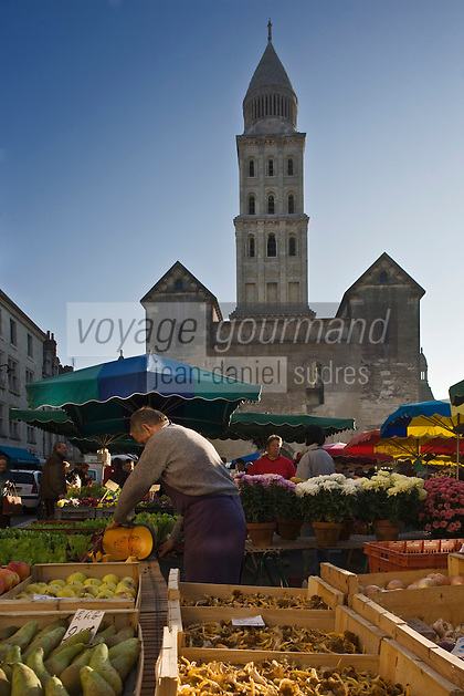 Europe/France/Aquitaine/24/Dordogne/Périgueux: Le marché , PLace de la Clautre, devant la Cathédrale Saint-Front