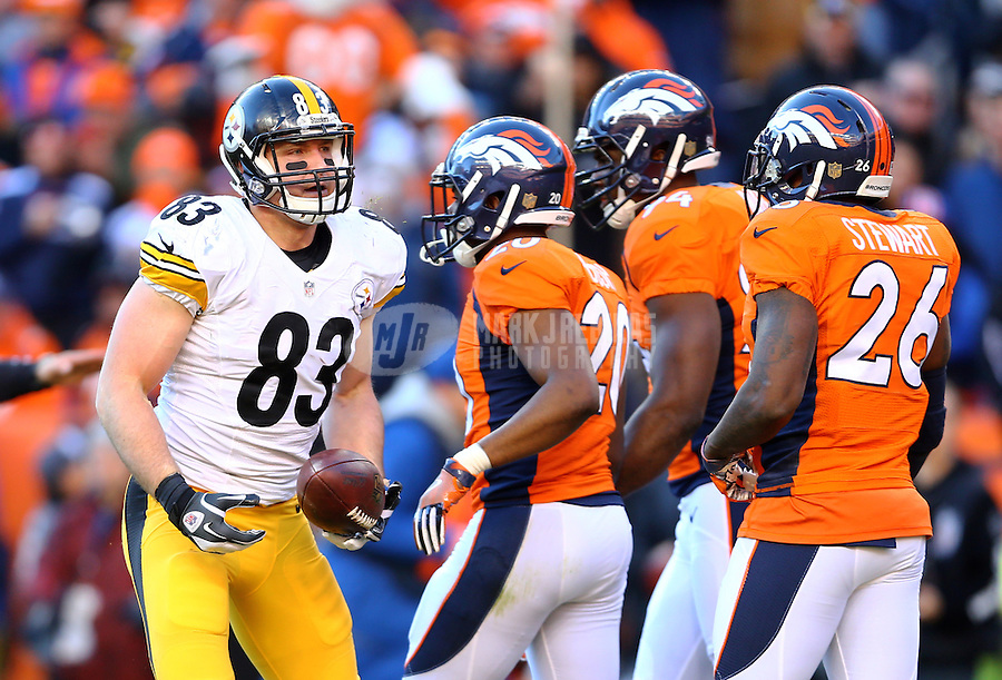 Jan 17, 2016; Denver, CO, USA; Pittsburgh Steelers tight end Heath Miller (83) against the Denver Broncos during the AFC Divisional round playoff game at Sports Authority Field at Mile High. Mandatory Credit: Mark J. Rebilas-USA TODAY Sports