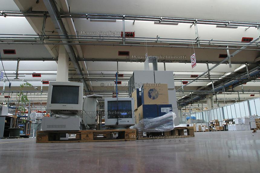 ITALIA- Scarmagno (IVREA) - ex stabilimenti Olivetti -  luogo di lavoro ora chiuso , monitor e computer