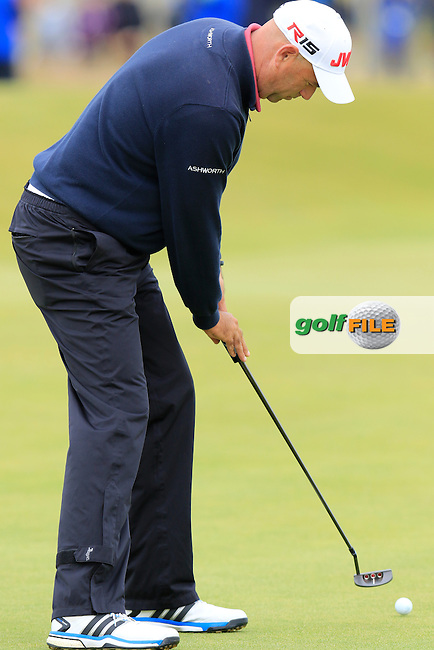 Stewart CINK (USA) putts on the 15th green during Sunday's Round 3 of the 144th Open Championship, St Andrews Old Course, St Andrews, Fife, Scotland. 19/07/2015.<br /> Picture Eoin Clarke, www.golffile.ie