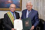 Palestinian President Mahmoud Abbas honors Abdul Razzaq Al Yahya in Amman on September 18, 2019. Photo by Thaer Ganaim