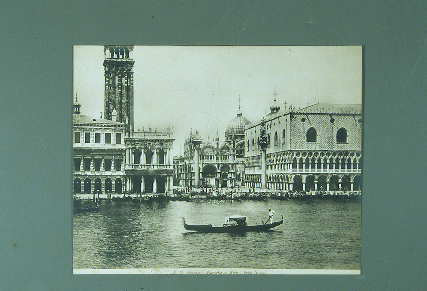 Title: Venezia-Piazzetta e Molo-dalla Laguna<br />