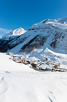 Austria, Tyrol, Tuxer Valley, Hintertux: popular ski resort and starting point to Hintertux Glacier | Oesterreich, Tirol, Tuxertal, Hintertux: beliebter Skiort am Ende des Tuxertals und Ausgangspunkt zum Hintertuxer Gletscher