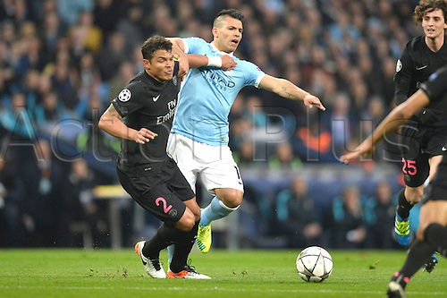 12.04.2016. manchester, England. UEFA Champions league, quarterfinals, second leg. Manchester City versus Paris St Germain.  THIAGO SILVA (psg) fights for the ball with SERGIO AGUERO (man)