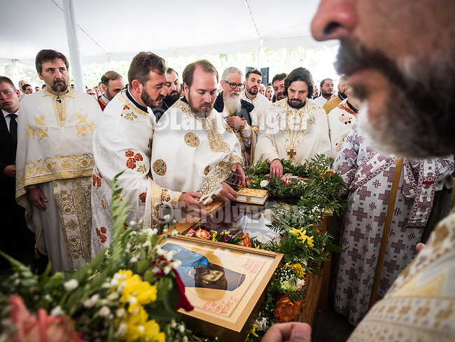 Patriarchal Divine Liturgy service with His Holiness Irinej to venerate and glorify the relics of St. Mardarije of Libertyville, St. Sava Monastery Church<br /> <br /> #NGMWADiocese<br /> #GlorificationStMardarije, #Chicago, #PatriarchIrinej, #MetropolitanAmphiloije<br /> #SerbianOrthodoxChurch<br /> #www.stsavamonastery.org