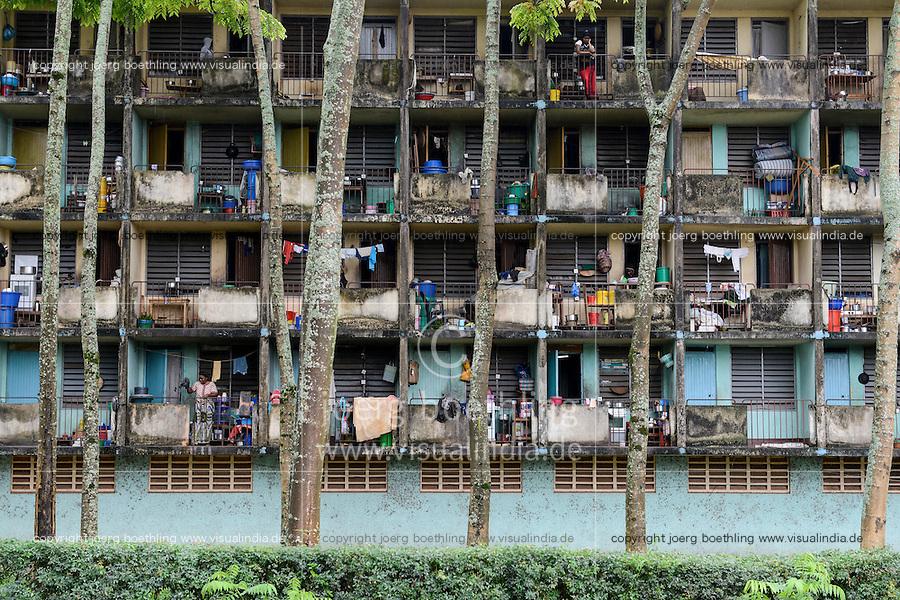 TANZANIA Bukoba, town centre,  apartment building with balcony / TANSANIA Bukoba, Stadtzentrum, Wohnhaus mit Balkon