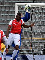BOGOTÁ-COLOMBIA, 11–08-2019: Fainer Torijano de Independiente Santa Fe y Eder Chaux de Patriotas Boyacá, disputan el balón, durante partido de la fecha 5 entre Independiente Santa Fe y Patriotas Boyacá, por la Liga Águila II 2019, jugado en el estadio Nemesio Camacho El Campín de la ciudad de Bogotá. / Fainer Torijano of Independiente Santa Fe and Eder Chaux of Patriotas Boyaca vies for the ball, during a match of the 5th date between Independiente Santa Fe and Patriotas Boyaca, for the Aguila Leguaje II 2019 played at the Nemesio Camacho El Campin Stadium in Bogota city, Photo: VizzorImage / Luis Ramírez / Staff.