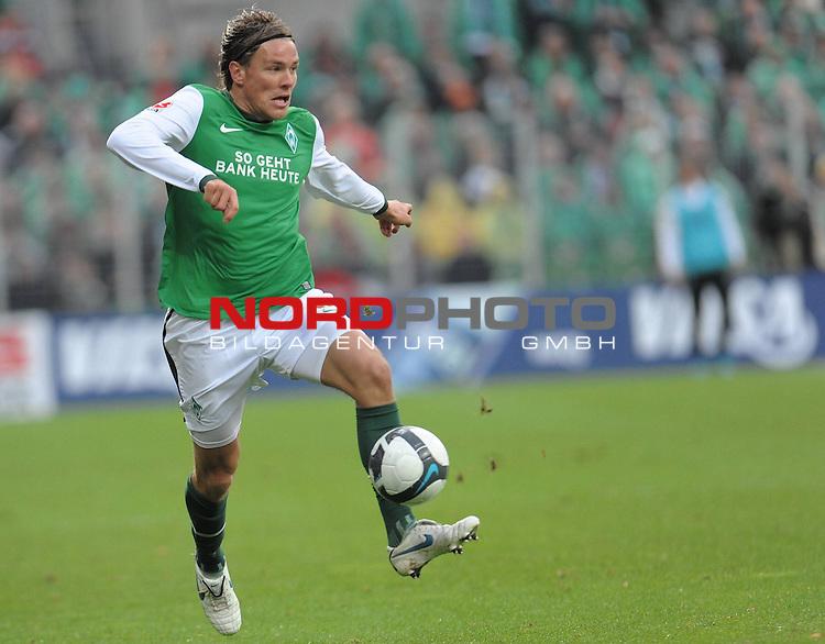 FBL 09/10  09. Spieltag Hinrunde / Weser Stadion<br /> Werder Bremen - 1899 Hoffenheim 2:0<br /> <br /> Clemens Fritz ( Bremen GER #8)<br /> <br /> <br /> Foto &copy; nph ( nordphoto )