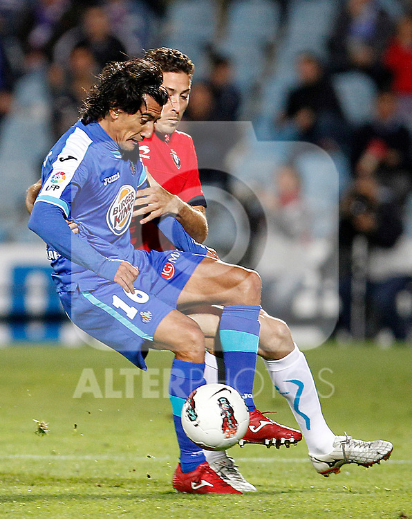 Getafe's Pedro Rios (l) and Osasuna's Damia Abella during La Liga match.October 26,2011. (ALTERPHOTOS/Acero)