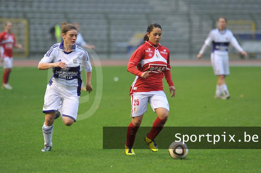 RSC Anderlecht Dames - Standard Femina de Liege : Lola Wajnblum aan de bal.foto JOKE VUYLSTEKE / Vrouwenteam.be