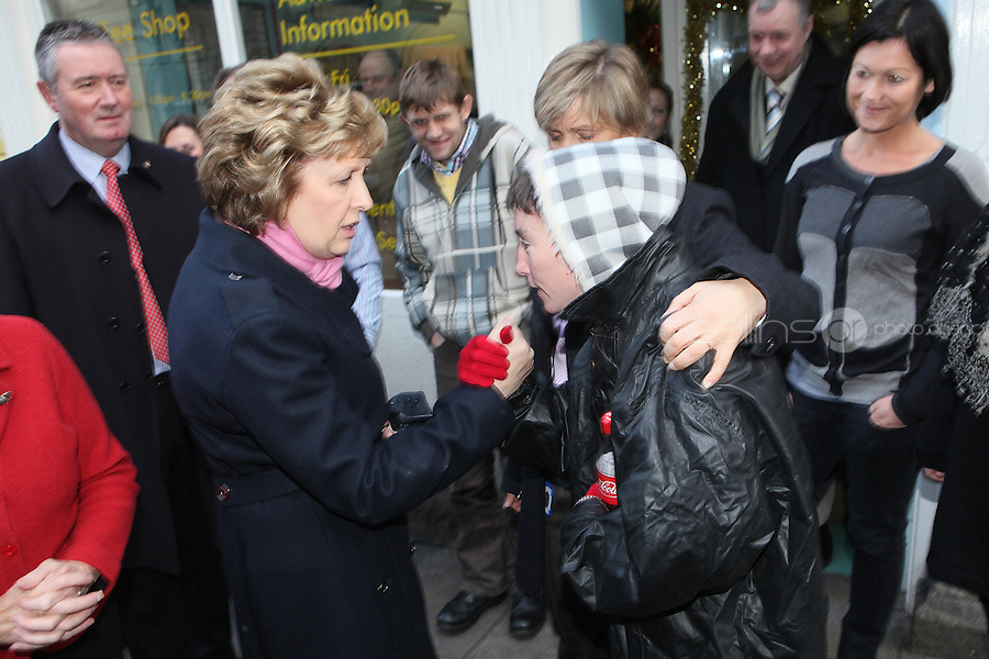 NO REPRO FEE. President McAleese has visited the Focus Ireland Coffee Shop.20/12/2010. President Mary McAleese is pictured shaking hands with Tania Lamb a customer at the Focus Ireland Coffee Shop and Housing Advice Service in Temple Bar.The Centre provides meals, advice, information and support to the homeless.Picture James Horan/Collins Photos