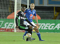 BOGOTA - COLOMBIA -19 -08-2015: Andres Cadavid (Der) jugador de Millonarios disputa el balón con Miguel Murillo (Izq) jugador de Deportivo Cali durante partido por la fecha 7 de la Liga Águila II 2015 jugado en el estadio Nemesio Camacho El Campín de la ciudad de Bogotá./ Andres Cadavid (R) player of Millonarios fights for the ball with Miguel Murillo (L) player of Deportivo Cali during the match for the 7th date of the Aguila League II 2015 played at Nemesio Camacho El Campin stadium in Bogotá city. Photo: VizzorImage / Gabriel Aponte / Staff.