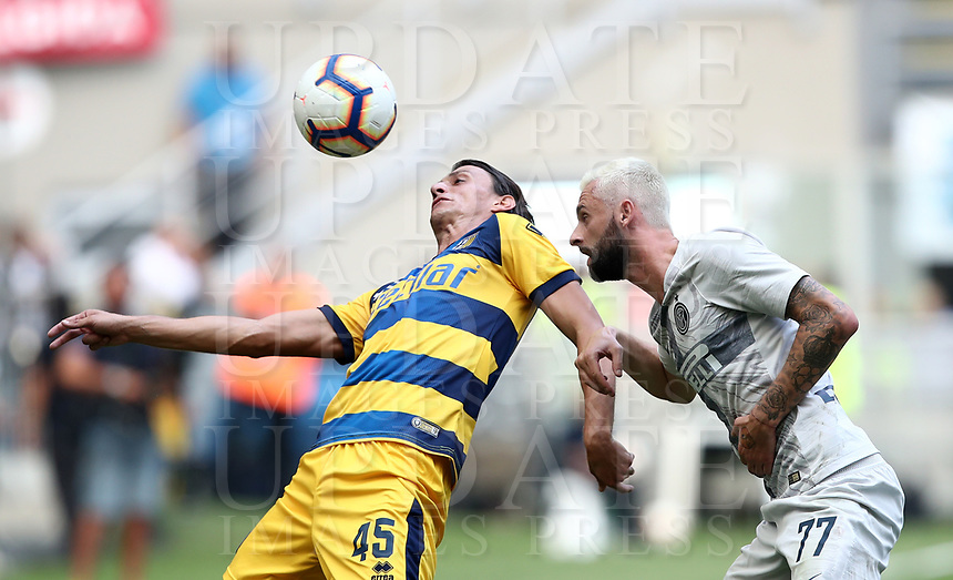 Calcio, Serie A: Inter Milano-Parma, Giuseppe Meazza stadium, September 15, 2018.<br /> Parma's Roberto Inglese (l) in action with Inter's Marcelo Brozovic (r) during the Italian Serie A football match between Inter and Parma at Giuseppe Meazza (San Siro) stadium, September 15, 2018.<br /> UPDATE IMAGES PRESS/Isabella Bonotto