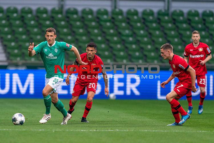 Maximilian Eggestein (Werder Bremen #35)<br /> Charles Aránguiz (Leverkusen #20), <br /> Florian Wirtz   (Leverkusen #27),<br /> <br /> Sport: Fussball: 1. Bundesliga: Saison 19/20: <br /> 26. Spieltag: SV Werder Bremen vs Bayer 04 Leverkusen, 18.05.2020<br /> <br /> Foto ©  gumzmedia / Nordphoto / Andreas Gumz / POOL <br /> <br /> Nur für journalistische Zwecke! Only for editorial use!<br />  DFL regulations prohibit any use of photographs as image sequences and/or quasi-video.