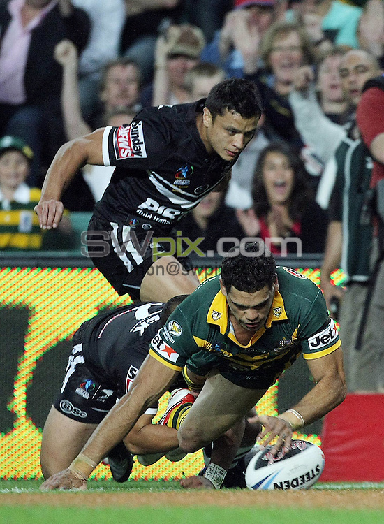 PICTURE BY VAUGHN RIDLEY/SWPIX.COM - Rugby League - Rugby League World Cup 2008 - Australia v New Zealand - Sydney Football Stadium, Sydney, Australia - 26/10/08...Copyright - Simon Wilkinson - 07811267706...Australia's Greg Inglis touches down for a try.