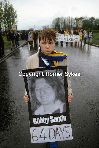 """Bobby Sands 1981  """"Tombe Bridge"""" H Block protest. The Troubles 1981 Northern Ireland 1980s."""