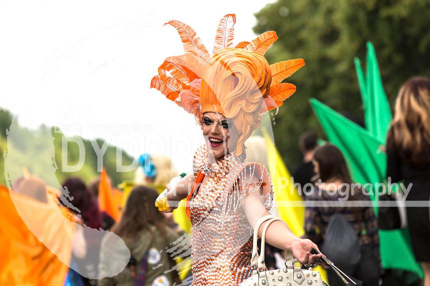 Tiffany Diamond beim CSD - Hunderttausende Menschen haben in Berlin die Parade zum 37. Christopher Street Day unter dem Motto 'Wir sind alle anders. Wir sind alle gleich' gefeiert und damit ihre Unterstützung für Schwule, Lesben, Transsexuelle und Transgender, Inter- und Bisexuelle zum Ausdruck gebracht. Berlin, 27.06.2015