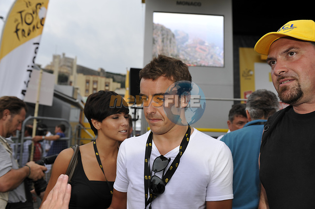 F1 driver Fernando Alonso signs autographs at the end of the Prologue Stage 1 of the 2009 Tour de France a 15.5km individual time trial held around Monaco. 4th July 2009 (Photo by Eoin Clarke/NEWSFILE)