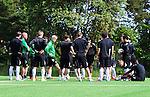 Stockholm 2014-06-07 Fotboll Superettan Hammarby IF - Tr&auml;ning :  <br /> tr&auml;nare Nanne Bergstrand med Hammarbys spelare innan uppv&auml;rmningen under Hammarbys tr&auml;ning p&aring; &Aring;rsta IP den 7 juni 2014<br /> (Foto: Kenta J&ouml;nsson) Nyckelord:  Superettan  HIF Bajen Tr&auml;ning &Aring;rsta IP