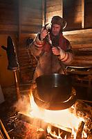 Europe/Finlande/Laponie// Lac Jerisjärvi : Repas traditionnel lapon dans la kota du pêcheur: Yaros<br /> Yaros prépare les poissons: Corégone blanc, Lavaret du lac et les embroche sur une baree de bois pour cuire au feu