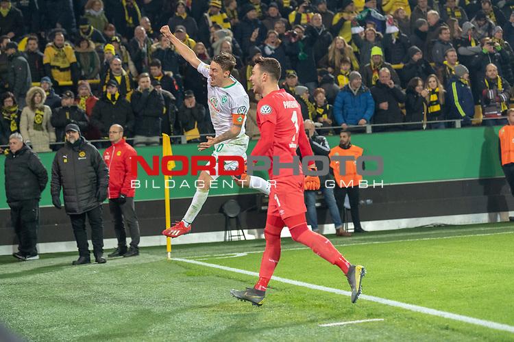 05.02.2019, Signal Iduna Park, Dortmund, GER, DFB-Pokal, Achtelfinale, Borussia Dortmund vs Werder Bremen<br /> <br /> DFB REGULATIONS PROHIBIT ANY USE OF PHOTOGRAPHS AS IMAGE SEQUENCES AND/OR QUASI-VIDEO.<br /> <br /> im Bild / picture shows<br /> <br /> Max Kruse (Werder Bremen #10) tritt zum scheidenen Elfmeter an und Trifft und jubelt mit Jiri Pavlenka (Werder Bremen #01)<br /> <br /> Foto © nordphoto / Ewert