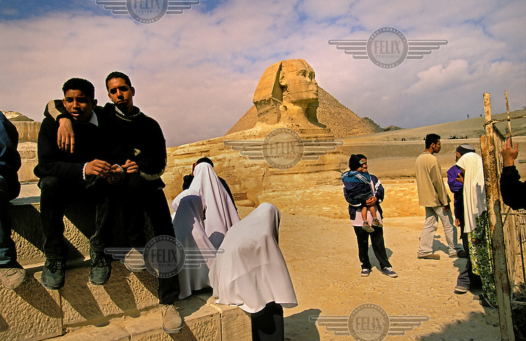 Muslim tourists by the Sphinx.
