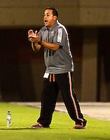 ENVIGADO - COLOMBIA -04 -10-2015: Juan C Sanchez, tecnico de Envigado FC, durante partido por la fecha 15 entre Envigado FC y Cucuta Deportivo, de la Liga Aguila II-2015, en el estadio Polideportivo Sur de la ciudad de Envigado. / Juan C Sanchez coach of Envigado FC, during a match of the 15 date between Envigado FC and Cucuta Deportivo, for the Liga Aguila II -2015 at the Polideportivo Sur stadium in Envigado city. Photo: VizzorImage. / Leon Monsalve / Str.