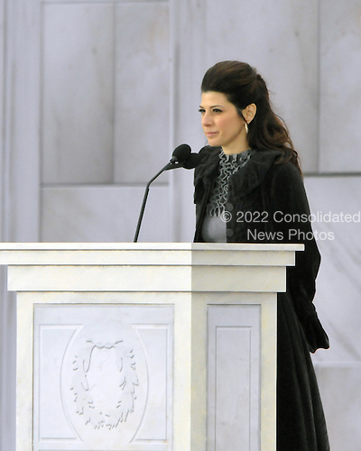 """Washington, DC - January 18, 2009 -- Marisa Tomei reads a historical passage at the """"Today: We are One - The Obama Inaugural Celebration at the Lincoln Memorial"""" in Washington, D.C. on Sunday, January 18, 2009..Credit: Ron Sachs / CNP.(RESTRICTION: NO New York or New Jersey Newspapers or newspapers within a 75 mile radius of New York City)"""