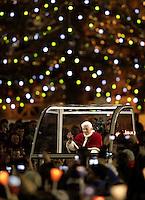 20121229 VATICANO: PAPA BENEDETTO XVI PREGA CON I GIOVANI DI TAIZE'