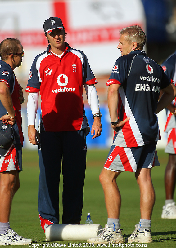 Andy Flowers (left) and Peter Moores discuss tactics with England captain Michael Vaughan. National Bank Test Match Series, New Zealand v England, 2nd Test at Allied Prime Basin Reserve, Wellington, New Zealand. Day 3. Saturday, 15 March 2008. Photo: Dave Lintott / lintottphoto.co.nz