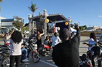Itu (SP), 03/05/2020 - Religião-SP - A igreja DNA realizou um culto drive-in Santa Ceia na cidade de Itu, interior de São Paulo, na tarde deste domingo (03). Os participantes ficaram dentro dos carros no estacionamento do estádio Novelli Junior, houve doação de alimentos e entrega da ceia (suco de uva e um pedaço de pão) representando o sangue e o corpo de Cristo. O culto também foi transmitido online.