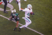 linebacker Frankie Luvu (50) of the New York Jets fliegt an Punt Returner defensive back Marcus Sherels (48) of the Miami Dolphins vorbei - 08.12.2019: New York Jets vs. Miami Dolphins, MetLife Stadium New York