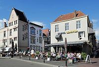 Straatbeeld Dordrecht. Terras in het historische centrum