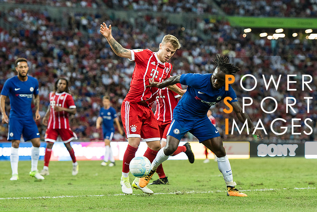 Bayern Munich Midfielder Niklas Dorsch (L) fights for the ball with Chelsea Midfielder Victor Moses (R) during the International Champions Cup match between Chelsea FC and FC Bayern Munich at National Stadium on July 25, 2017 in Singapore. Photo by Marcio Rodrigo Machado / Power Sport Images