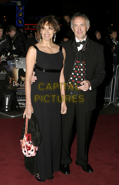 JONATHAN PRYCE.De-Lovely Charity Premiere, empire Leicester Square, London, September 29th 2004..full length.Ref: AH.www.capitalpictures.com.sales@capitalpictures.com.©Capital Pictures.