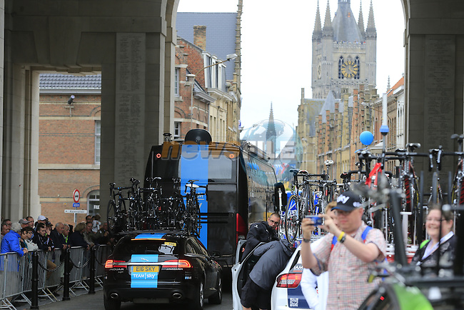 Team Sky arrive in Ypres through the Menin Gate for the start of the cobbled stage Stage 5 of the 2014 Tour de France running 155.5km from Ypres to Arenberg. 9th July 2014.<br /> Picture: Eoin Clarke www.newsfile.ie