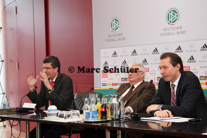 Vorsitzender Schiedsrichterkommission Herbert Fandel neben DFB-Praesident Dr. Theo Zwanziger