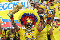 BARRANQUILLA -COLOMBIA- 11 -10-2013.Hinchas  de  Colombia  antes del partido contra  Chile ,partido correspondiente para las eliminatorias al mundial de Brasil 2014 disputado en el estadio Metropolitano de Barranquilla   / Fans of Colomba before match  against Chile for the qualifying game for the World Cup Brazil 2014 match at the Metropolitano stadium in Barranquilla.Photo: VizzorImage / Felipe Caicedo /  Staff /