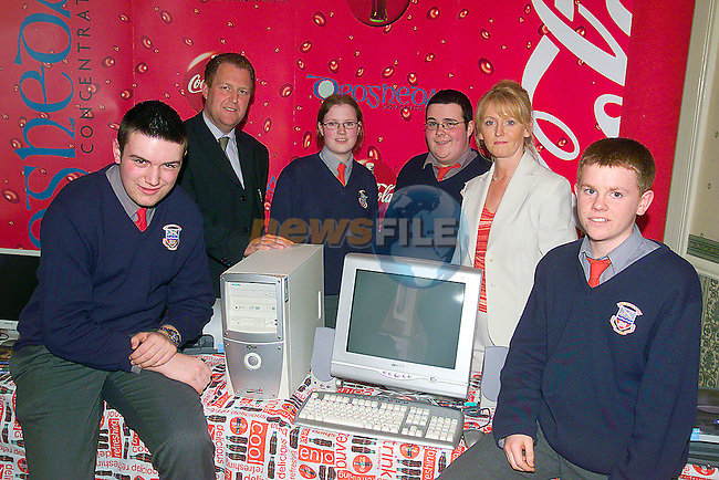 Runners up in the  LMFM Drogheda Concentrates School Quiz Fnals Ardee community college Left to right, Matty Dillon, Michael crawley LMFM, Lisa Kelly, Paul Finlay, Maria Huston Drogheda concentrates and barry Weldon.Photo Fran Caffrey/Newsfile.ie..This picture has been sent to you by:.Newsfile Ltd,.3 The View,.Millmount Abbey,.Drogheda,.Co Meath..Ireland..Tel: +353-41-9871240.Fax: +353-41-9871260.GSM: +353-86-2500958.ISDN: +353-41-9871010.IP: 193.120.102.198.www.newsfile.ie..email: pictures@newsfile.ie..This picture has been sent by Fran Caffrey.francaffrey@newsfile.ie