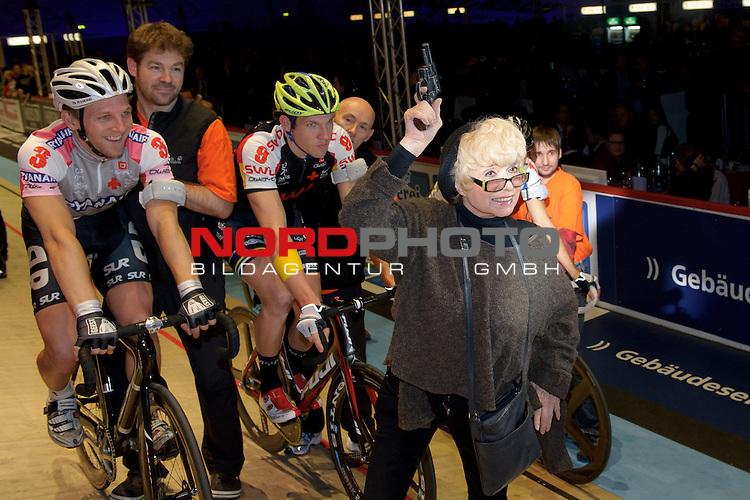14.01.2014, &Ouml;VB Arena, Bremen, GER, Sixdays Bremen, im Bild Ingrid Steeger startet die Finaljagd<br /> <br /> Foto &copy; nordphoto / Frisch