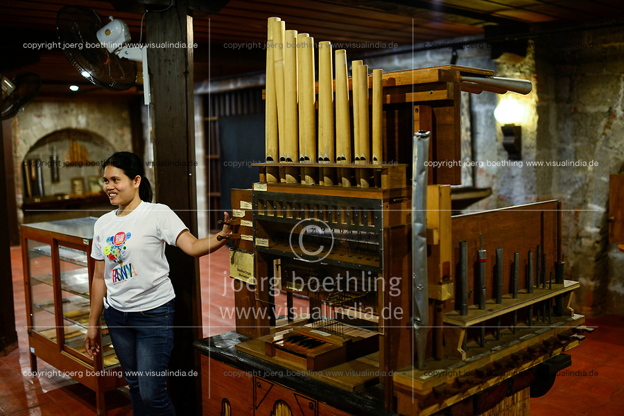 PHILIPPINEN, Luzon, Metro Manila, Las Pinas, St. Joseph Kirche, Bambus Orgel, Museum, Modell der Bambusorgel, die weltweit einmalige Bambusorgel besteht aus 832 Bambus- und 122 Metallpfeifen und wurde 1821 gebaut