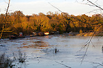 Pix: Shaun Flannery/shaunflanneryphotography.com...COPYRIGHT PICTURE>>SHAUN FLANNERY>01302-570814>>07778315553>>..25th November 2012..Moored barges..Flooding on the River Don at Sprotbrough, Doncaster.
