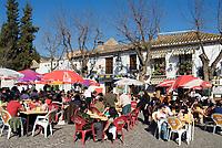 ESP, Spanien, Andalusien, Granada: Stadtteil Albaicín, Strassencafes beim Mirador San Nicolás   ESP, Spain, Andalusia, Granada: Albaicín district, cafes at view point Mirador San Nicolás