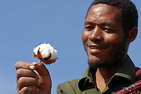 TANZANIA Shinyanga, farmer of organic cotton project biore of swiss yarn trader Remei AG in Meatu district  / TANSANIA, Farmer des biore Biobaumwolle Projekt der Schweizer Remei AG in Meatu