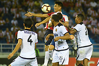 BARRANQUILLA - COLOMBIA ,08-05-2019: Teófilo Gutiérrez (Der.) jugador del Atlético Junior  de Colombia  disputa el balón con Giancarlo Carmona   (Izq.) jugador del  Melgar del Perú  durante partido por la  Copa CONMEBOL Libertadores 2019 jugado en el estadio Metropolitano Roberto Meléndez de la ciudad de Barranquilla . / Teofilo Gutierrez   (Der.) Player of Atlético Junior of Colombia disputes the ball with Giancarlo Carmona (Left) player of Melgar of Peru during the match for  the Copa CONMEBOL Libertadores 2019 played at the Metropolitan Stadium Roberto Meléndez from the city of Barranquilla . Photo: VizzorImage / Alfonso Cervantes / Contribuidor.
