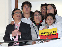 BOGOTÁ -COLOMBIA. 09-12-2013. Gustavo Petro, Alcalde de Bogotá, Colombia, se dirige al público después de ser destituido por la Procuraduría General de La Nación e inhabilitado por 15 años para ejercer puestos públicos. Cientos de manifestantes se congregaron en la Plaza de Bolívar frente al Palacio de Lévano para rechazar la decisión que deja a la capital de Colombia sin gobernante./ Gustavo Petro Mayor of Bogota D.C., Colombia, speaks to the crowd after being removed by the Attorney General of the Nation and disqualified for 15 years to perform public office. Hundreds of supporters of Mayor gathered at the Simon Bolivar square in front of Lievano Palace to protest for the decision . Photo: VizzorImage/ Felipe Caicedo / Staff