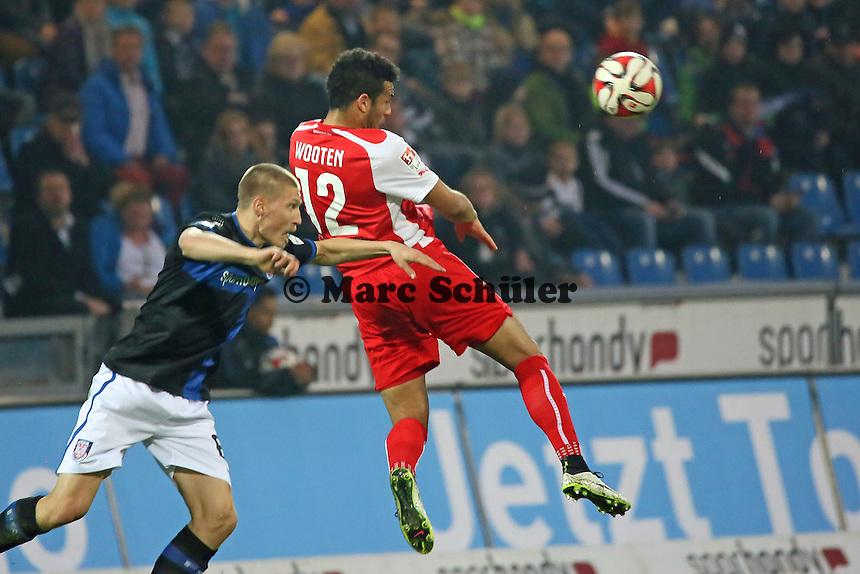 Kopfball Shawn Wooten (SVS) gegen Joni Kauko (FSV) - FSV Frankfurt vs. 1. FC Kaiserslautern, Frankfurter Volksbank Stadion