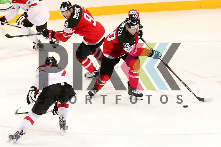 Canadas Spezza, Jason (Nr.90) mit puck im Spiel IIHF WC15 Kanada vs. Oestereich.<br /> <br /> Foto &copy; P-I-X.org *** Foto ist honorarpflichtig! *** Auf Anfrage in hoeherer Qualitaet/Aufloesung. Belegexemplar erbeten. Veroeffentlichung ausschliesslich fuer journalistisch-publizistische Zwecke. For editorial use only.