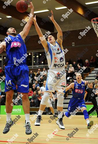 2013-12-08 / Basketbal / seizoen 2013-2014 / Kangoeroes - Pepinster / Thomas De Thaey (r. Kangoeroes) in een reboundduel met Jankovic<br /><br />Foto: Mpics.be