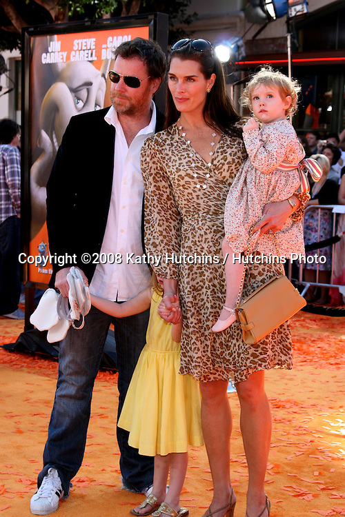"Brooke Shields , Chris Henchy & Family.""Horton Hears a Who"" Premiere.Mann's Village Theater.Westwood, CA.March 8, 2008.©2008 Kathy Hutchins / Hutchins Photo....                ."